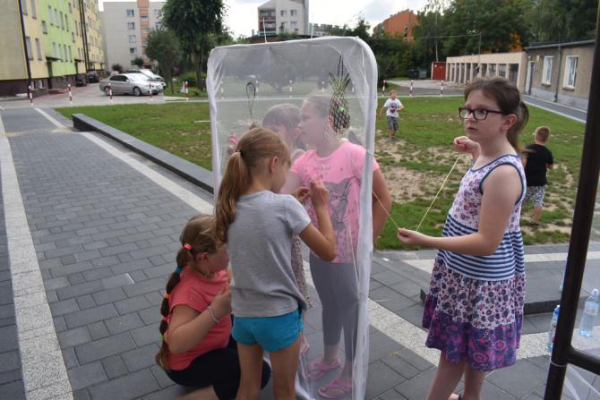 Galeria plastyczne zabawy z igłą i nitką