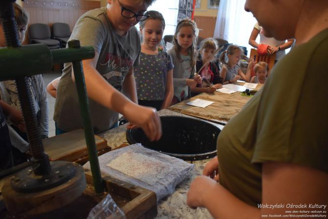 Galeria Warsztaty czerpania papieru i pisania gęsim piórem